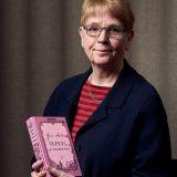 Kersti Juva vierailee Hämeenlinnan kirjastolla