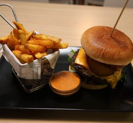 Ravintolakisassa äänestetään myös parasta hampurilaispaikkaa. Kuvassa Fontanasin kilpailuannos.