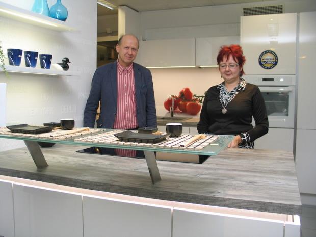 Juha ja Anja Säe luottavat ennalta hyviksi tietämiinsä tuotteisiin.