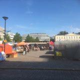 Kaupunkikeskusta heräämässä pienin askelin kesään