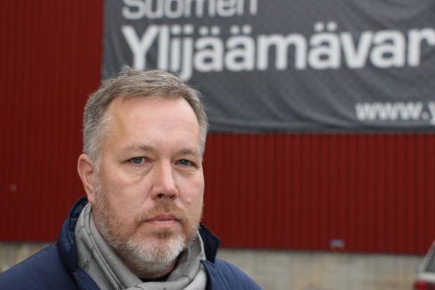 Vuonna 1994 Jarmo Ylhäinen perusti veljensä Jari Ylhäisen kanssa Suomen rakennustarvikkeiden ylijäämävarasto Oy -nimisen yrityksen. Nyt yrityksen liikevaihto lähenee 10:ä miljoonaa euroa.
