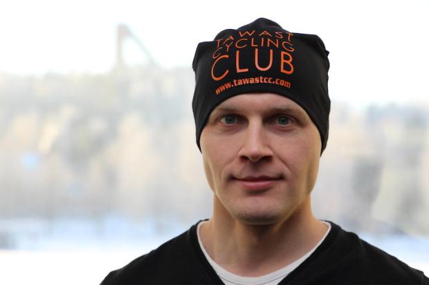 Kolminkertainen pyöräilyn Suomen mestari, hämeenlinnalainen Olli Miettinen, 31, pukee kaudella 2015 ylleen Tawast Cycling Clubin (TCC) kilpailuasun. Hallitseva cyclocrossin SM-kultamitalisti Miettinen aikoo pyöräilyn lisäksi kokeilla kisavauhtiaan triathlonissa.