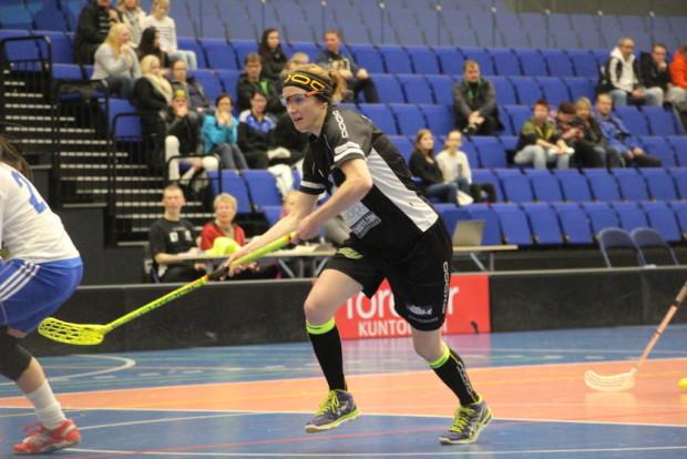 Tehokas. Ykkösketjuun siirretty Miia Salminen takoi tehot 2+1.