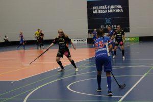 Nuoret Alisa Mäkelä ja Annu Selinummi pelasivat ennakkoluulottomasti.