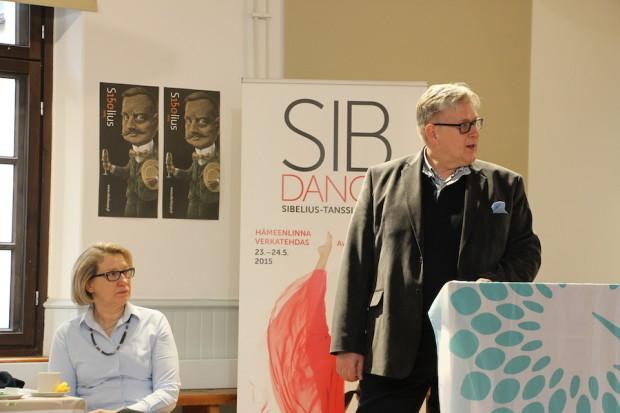 Hillevi Kaarlenkaski LUOTA-hankkeesta ja juhlavuosisäätiön johtaja Erkki Korhonen ovat Sibelius-juhlavuoden järjestelijöitä.
