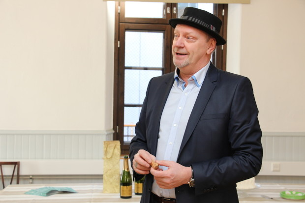"""60 vuotta täyttävä lähilehtikustantaja, toimitusjohtaja ja päätoimittaja Ilkka """"Peltsi"""" Peltoniemi tuntee suomalaisen mediakentän vuosikymmenten perspektiivillä."""