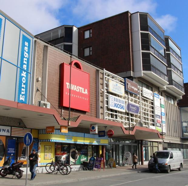 Lidlin tulo Tavastilaan on yhtä päätöstä lähempänä. Kaupunki päätti vuokrata kiinteistön edustun pysäköintipaikat Tavastilalle, joka muuttaa parkkipaikat maksuttomiksi pysäköintipaikoiksi.