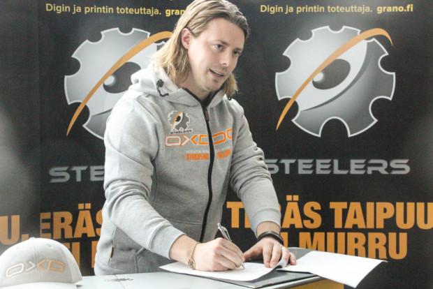 Steelersin edustusjoukkueen uusi päävalmentaja on Jussi Sihvonen. Sopimus solmittiin tänään.