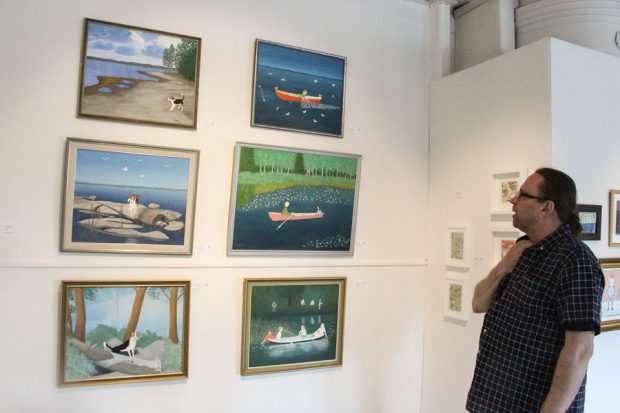 Liisa Utterin mukaanpääsyn näyttelyyn ratkaisi se, että kuraattori Hannu Castrén näki hänen teoksensa Nuoret suviyössä (alh. oik.).