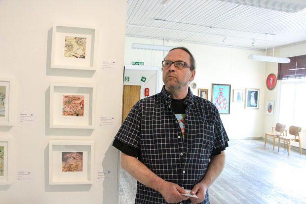 Jyväskyläläinen kuvataiteilija ja taidealan freelancer Hannu Castrén on kuratoinut vuoden 2016 Naivistit Iittalassa -näyttelyn.