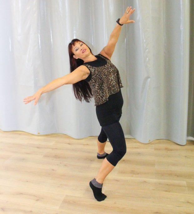Dance80Fit-ryhmät ovat pyörineet muun muassa Aulangontiellä Vanhan Pukutehtaan kiinteistöllä Piukkojen Paikkojen yläkerrassa.