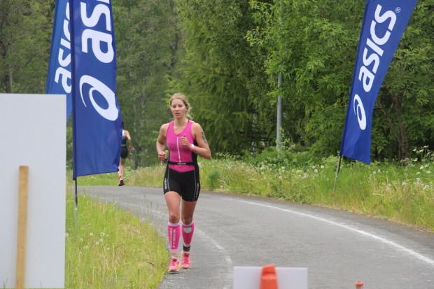 Mira Leskinen matkalla naisten sarjan voittoon.