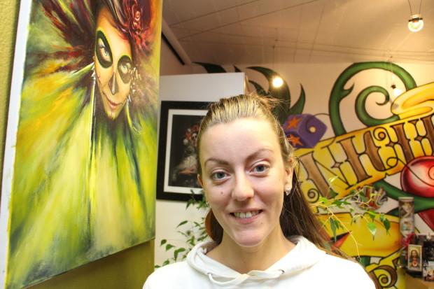 Tatuointiartisti Säde Sonck on myös taidemaalari. Hänen stipendisuorituksensa on ensi kesänä pidettävä Tattoo And Street Art Festival.