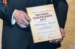 Ensimmäinen Yrittäjän taidepalkinto meni Kultakeskus Oy:lle.